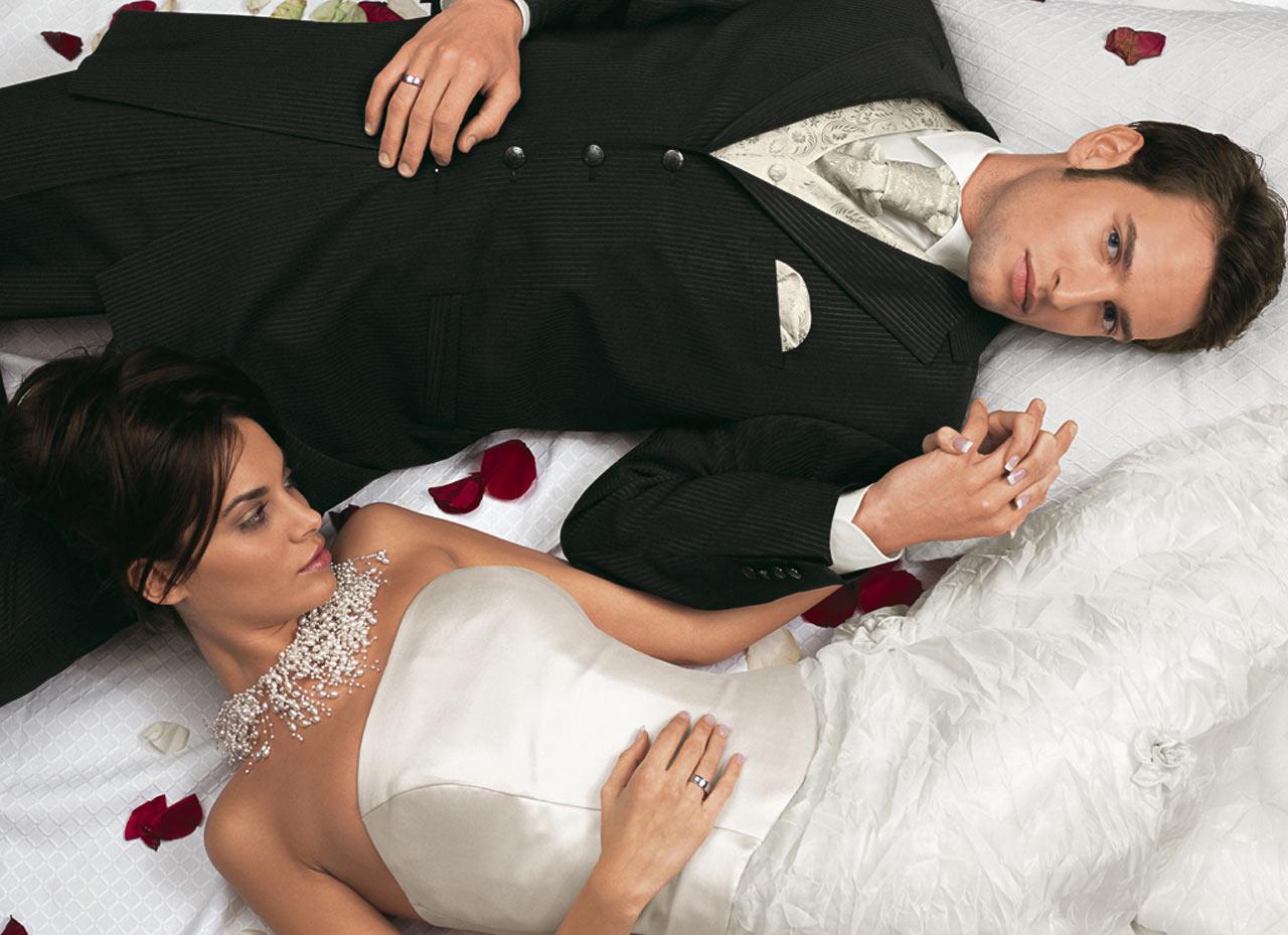 Трахаются в брачную ночь