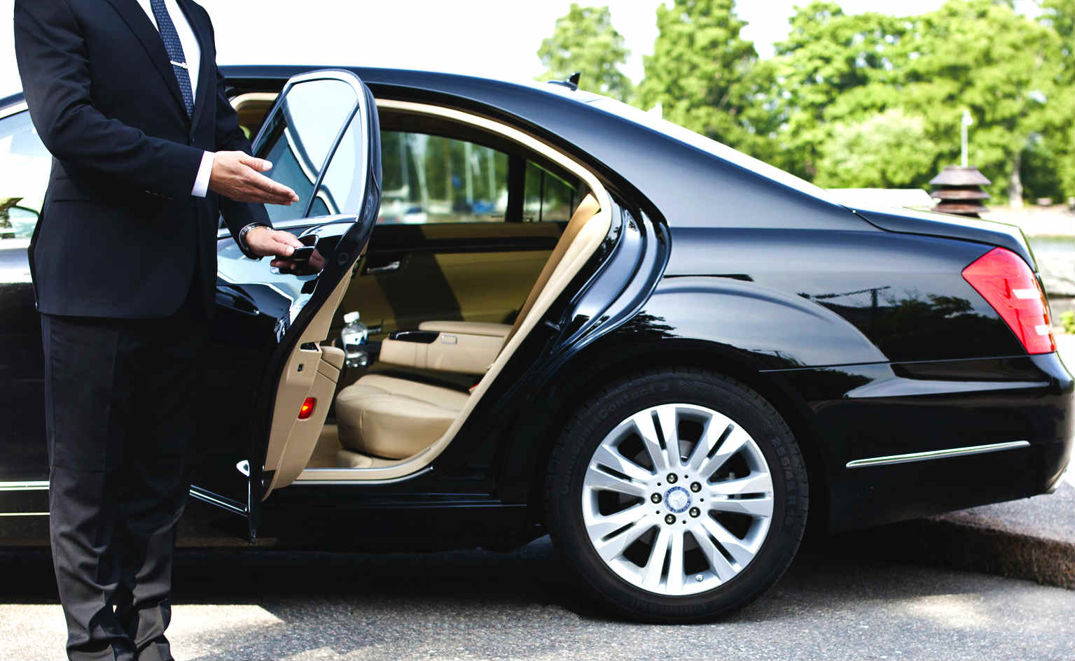 Limo Services Provide Luxury Transportation Anytime